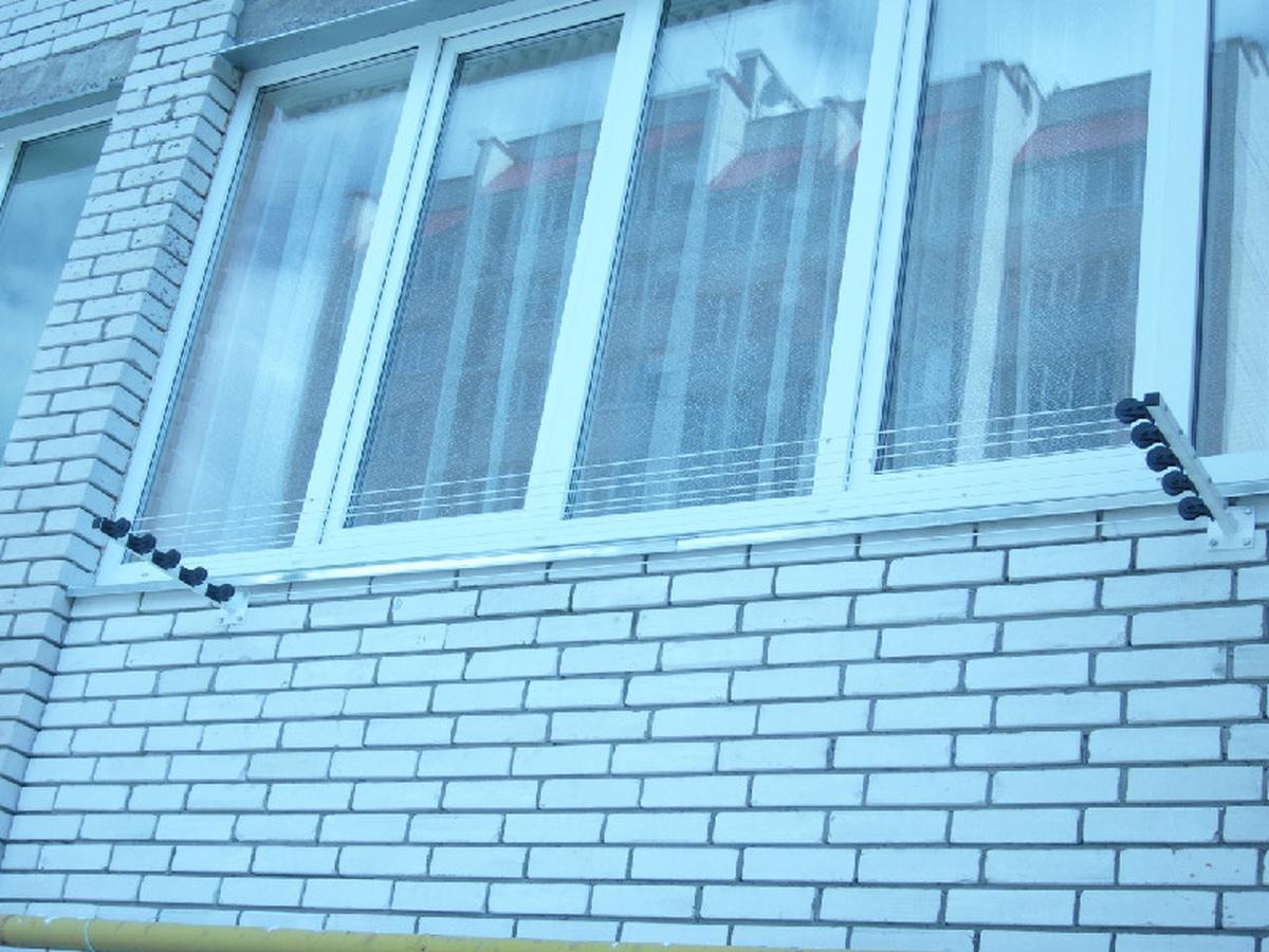 Как сделать на балконе веревки для белья на роликах